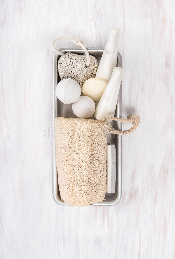 Free White Spa Bathroom Set With Natural Luffa Sponge In Metal Box Royalty Free Stock Photo - 46541115