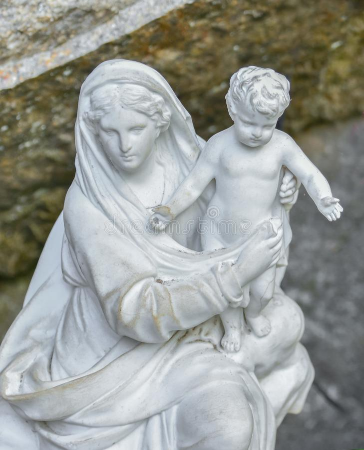 Free White Stone Statue Of The Virgin Mary Carrying A Baby Stock Photos - 120112623