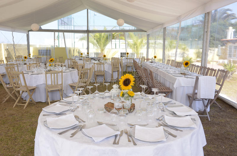 white table settings. Download White Table Setting With Sunflowers, Event Party And Wedding Stock Image - Of Settings E