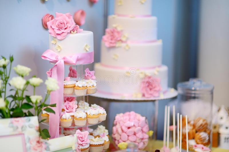 White wedding cake decorated with sugar flowers stock image