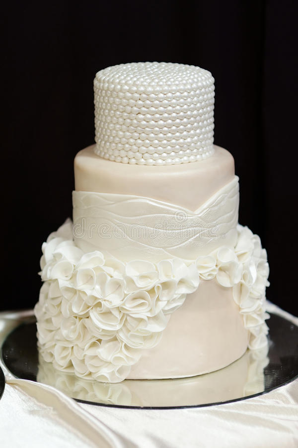 White wedding cake decorated with white pearls royalty free stock photos