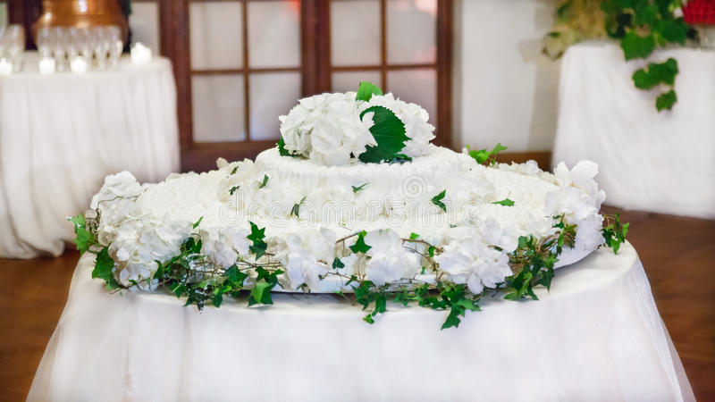 White wedding cake with flowers decorations royalty free stock photos
