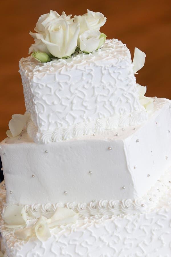white weselny tort zdjęcie royalty free