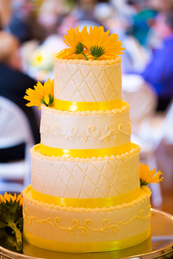 White and Yellow Wedding Reception Cake stock images