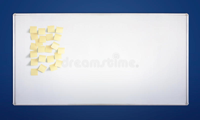 Whiteboard com etiquetas fotos de stock royalty free