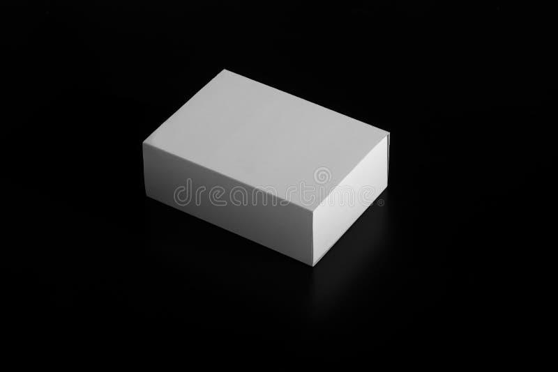 Whitebox 纸盒移动的箱子 在黑色隔绝的白色纸板箱 免版税库存照片