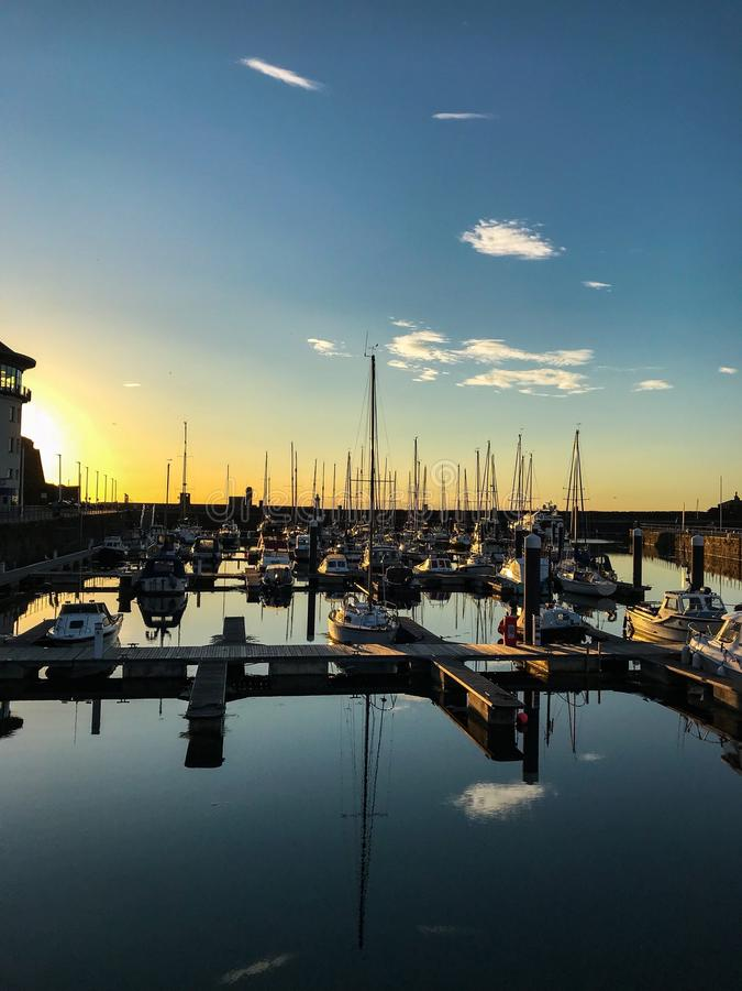 Whitehaven港口和小游艇船坞反射 免版税图库摄影