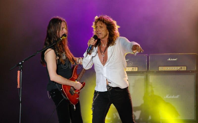 Whitesnake im Konzert stockfotografie