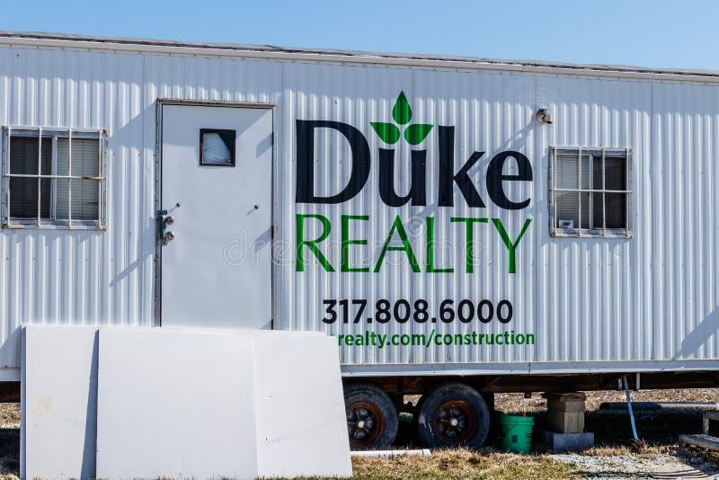 Whitestown - Circa mars 2018: Duke Realty konstruktionssläp Duke Realty framkallar, bygger och klarar av lättheter I arkivbild