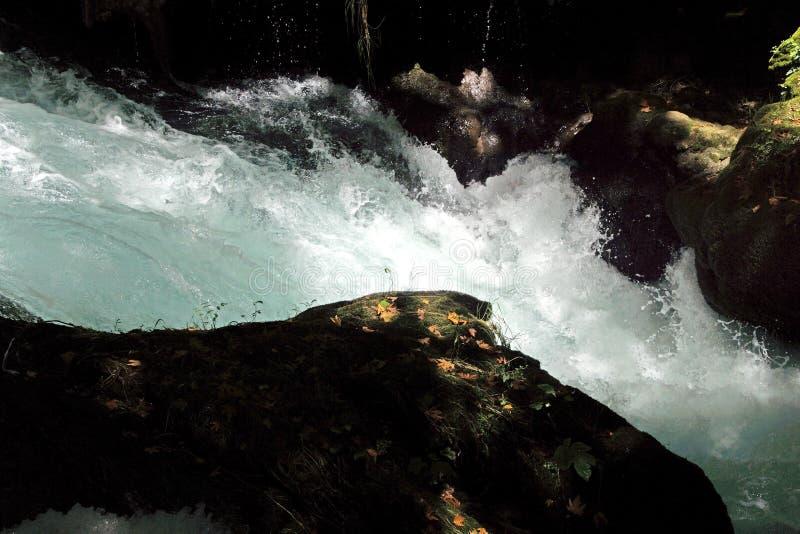Whitewater des Duden-Flusses stockfotos