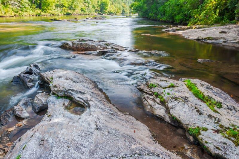 Whitewater en el bosque del Estado de Chattahoochee imagen de archivo libre de regalías