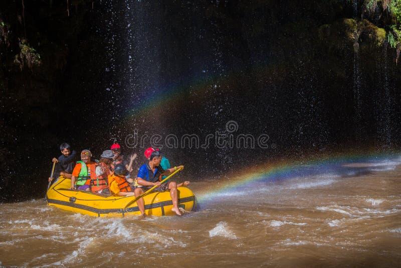 Whitewater-Flößen auf den Stromschnellen von Umphang-Fluss stockfoto