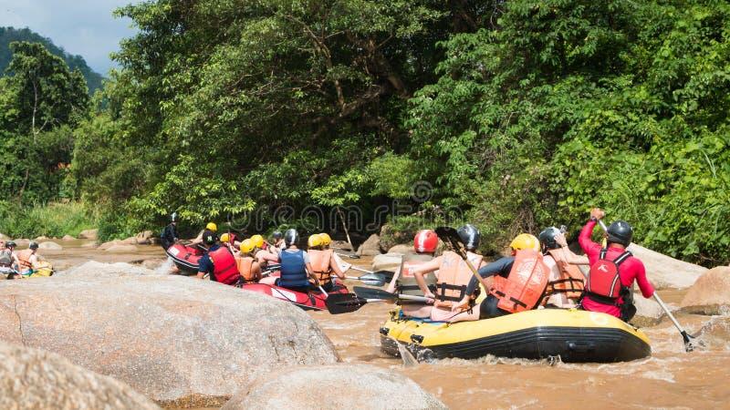 Whitewater flisactwo na gwałtownych Maetang rzeka na Czerwu 15, 2 zdjęcie stock