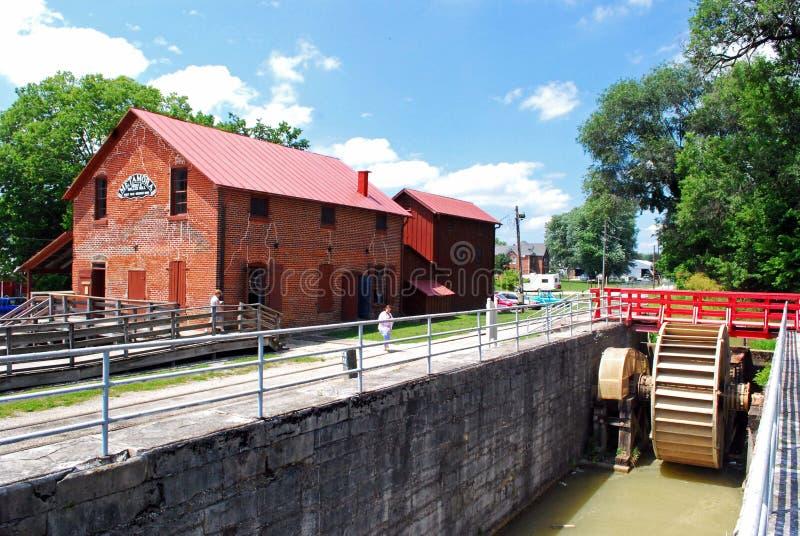 Whitewater-Kanalverschlüsse und -mühle stockfoto