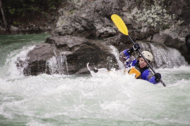Whitewater młody męski kayaker zdjęcia stock