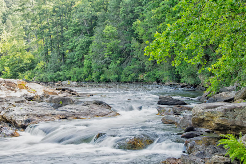 Whitewater på den Chattooga floden arkivbild