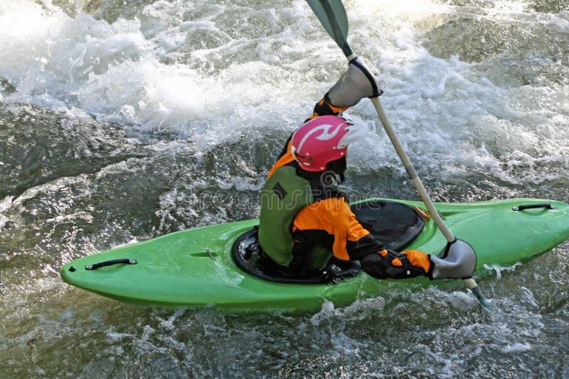 Whitewater que Kayaking foto de stock