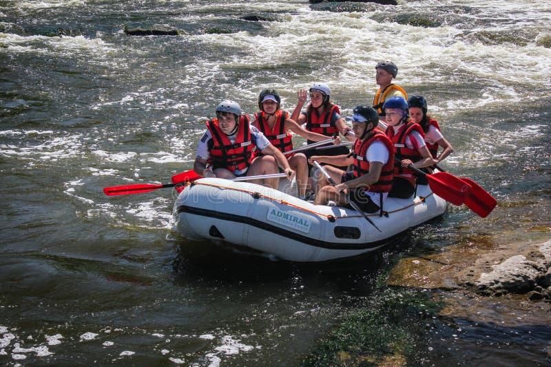 Whitewater Rafting op Dudh Koshi in Nepal De rivier heeft klasse 4-5 stroomversnelling stock fotografie