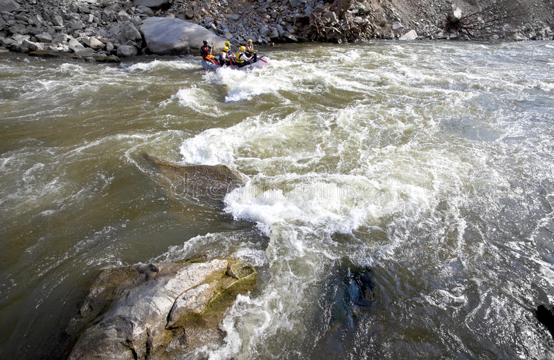 Whitewater transportant le fleuve par radeau photographie stock