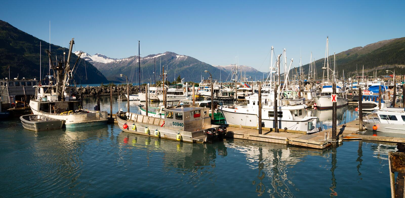 """Whittier Alaska/Förenta staterna†""""Augusti, 5: Fartyg är förtöjt a royaltyfria bilder"""