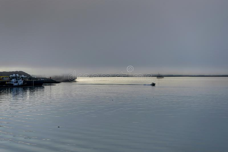 Whittier cubrió en niebla en Alaska los Estados Unidos de América foto de archivo libre de regalías