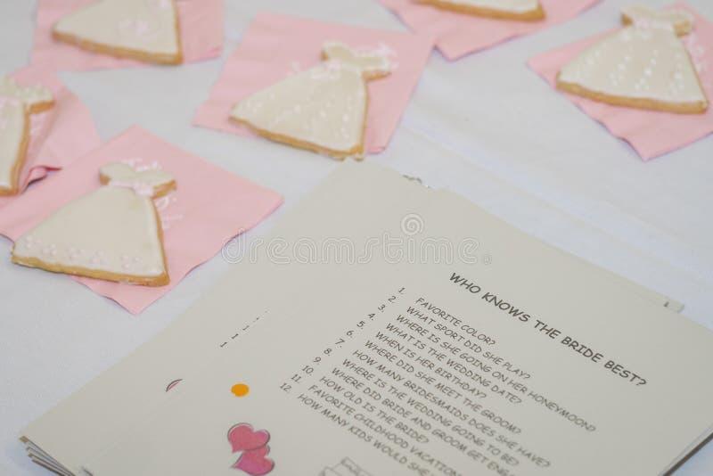 Who kent het Bruid Beste Spel met koekjes royalty-vrije stock afbeeldingen