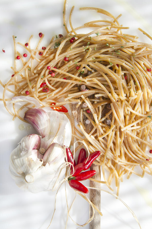 Wholemeal Spaghetti Garlic And Chili Oil Royalty Free Stock Photography
