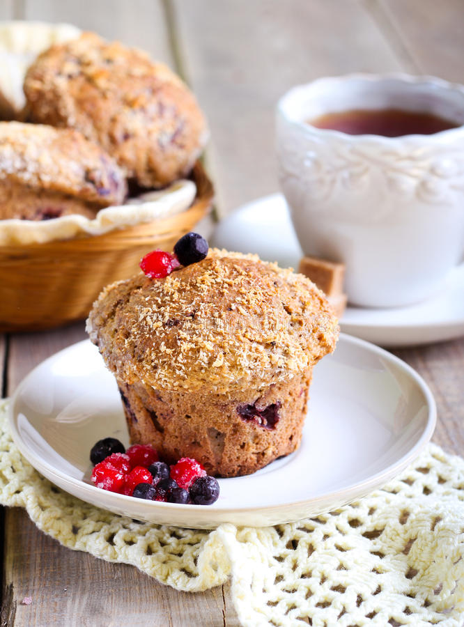 Wholewheat jagody muffins obrazy stock