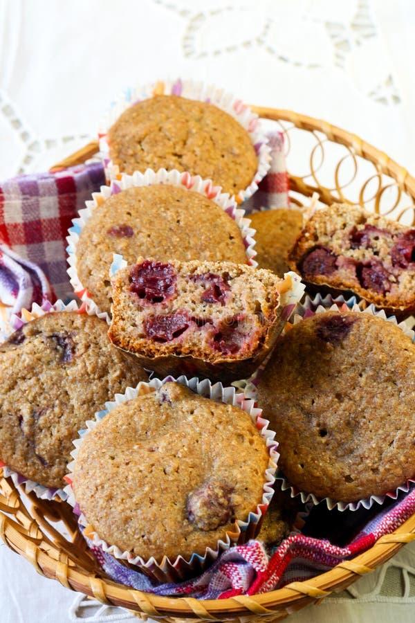 Wholewheat wiśni muffins fotografia stock