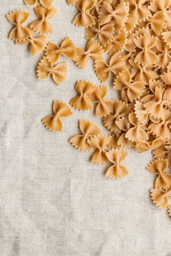 Wholewheatfarfallepasta smaklig italiensk pasta fotografering för bildbyråer
