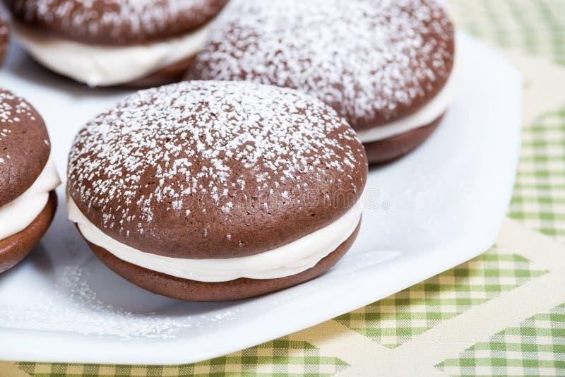Whoopie-Torten-Schokoladenkuchen lizenzfreie stockbilder
