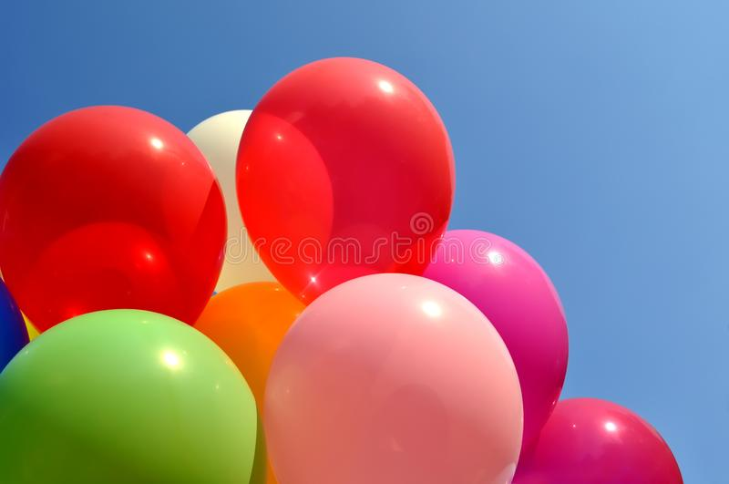 Wiązka stubarwni balony obrazy royalty free