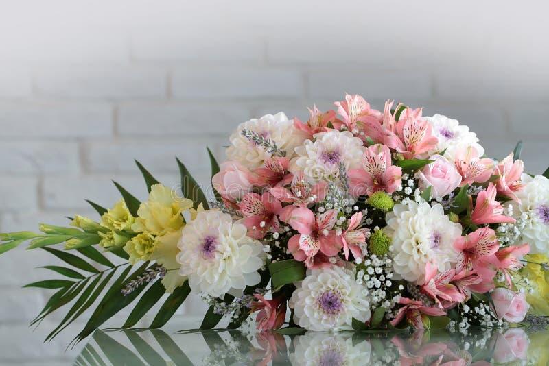 Wiązka świezi kwiaty obrazy royalty free