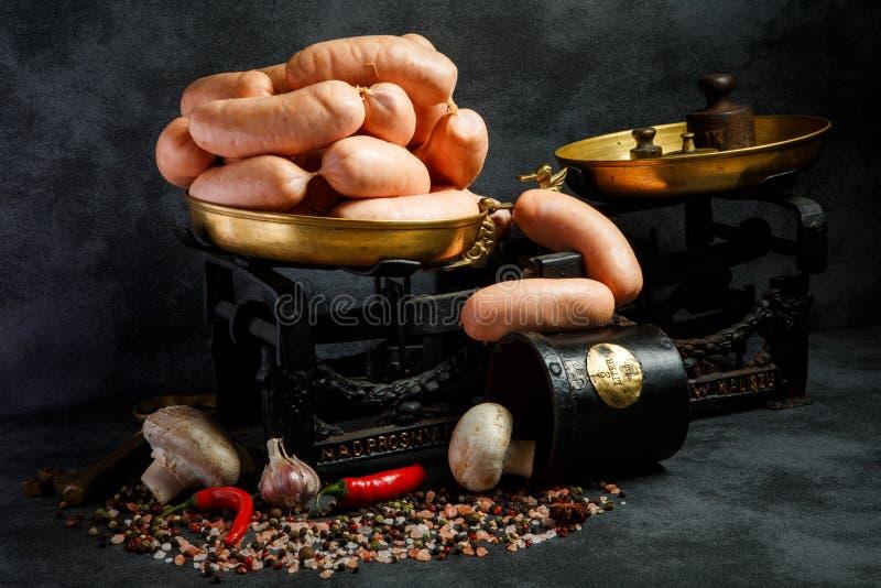 wiązka gęści wieners w spirali z chili i pieczarkami fotografia royalty free