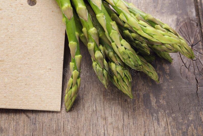 Wiązka zielony asparagusa zakończenie up fotografia royalty free
