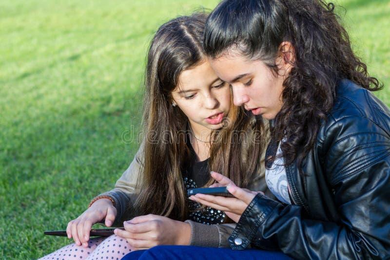wiązki komunikacyjne pojęcia rozmowy ma środki zaludniają socjalny fotografia royalty free