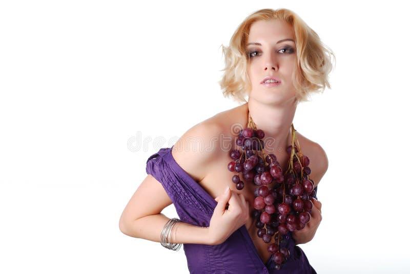 wiązki winogrona kobieta zdjęcia royalty free
