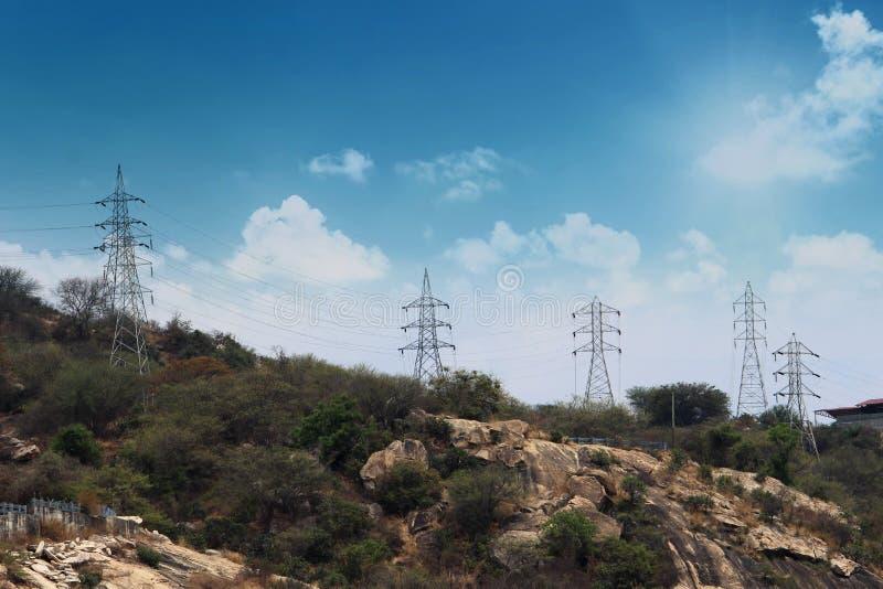 Więcej elektryczność słupy obrazy royalty free