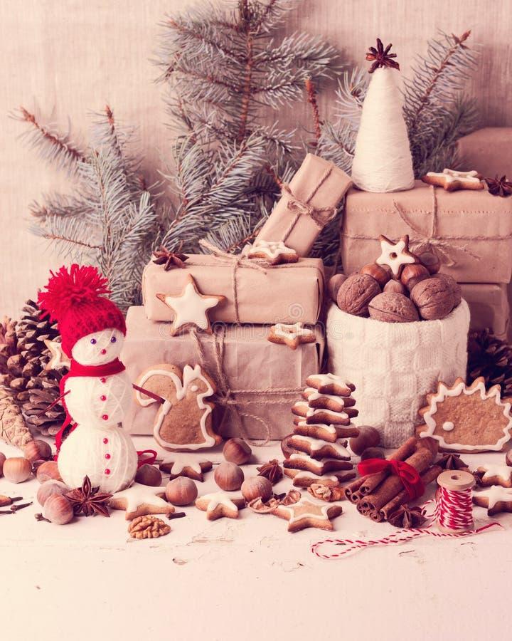więcej toreb, Świąt oszronieją Klaus Santa niebo Bożenarodzeniowe dekoracje - ciastka, jabłka, dokrętki, s fotografia royalty free