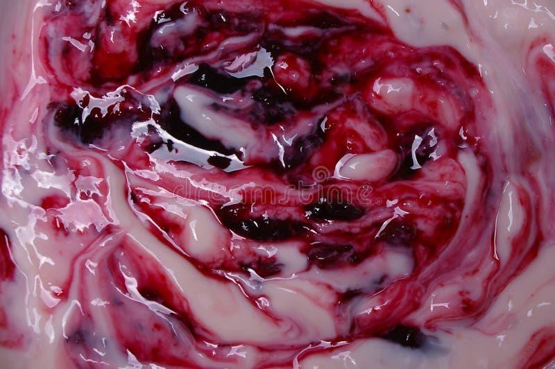 wiśnia jogurt owocowy makro- zdjęcie stock