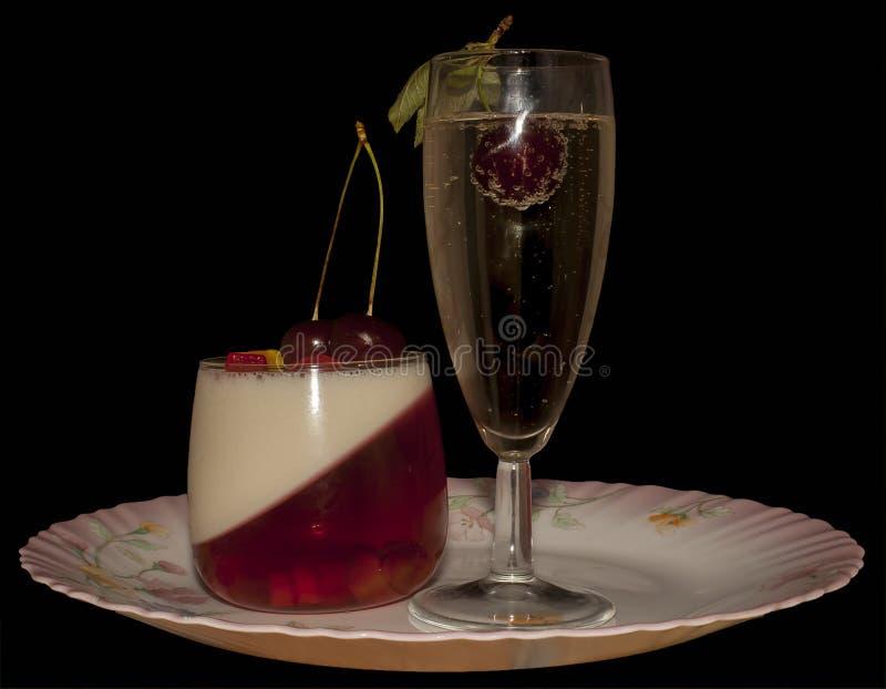 Wiśnia w szampanie i mousse obraz royalty free