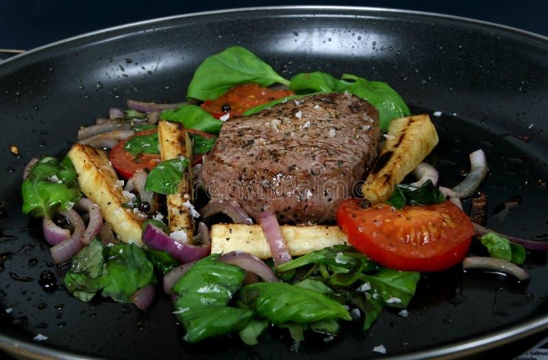wiśnie obiad stek wiosennej lata pomidora warzywa zdjęcia stock
