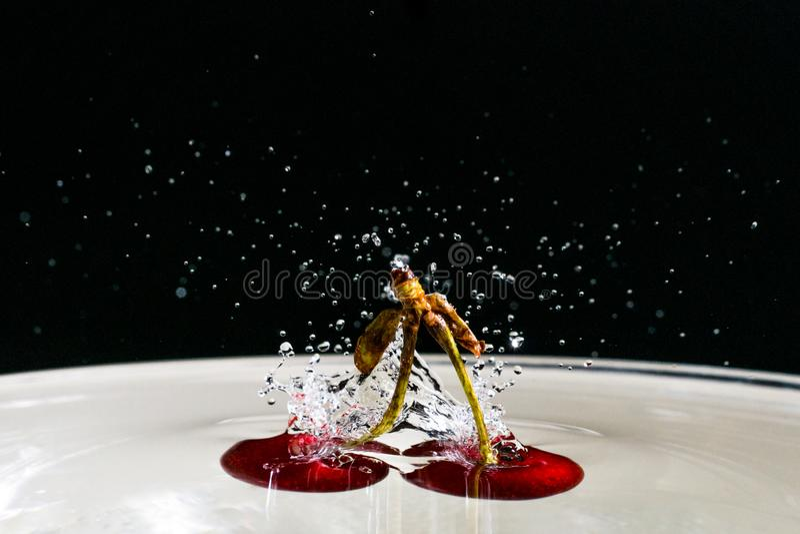 Wiśnie w wodzie zdjęcie stock