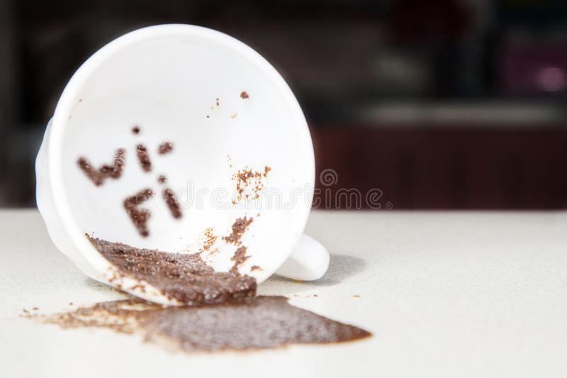 WI-Fi στο φλυτζάνι καφέ στοκ εικόνα με δικαίωμα ελεύθερης χρήσης