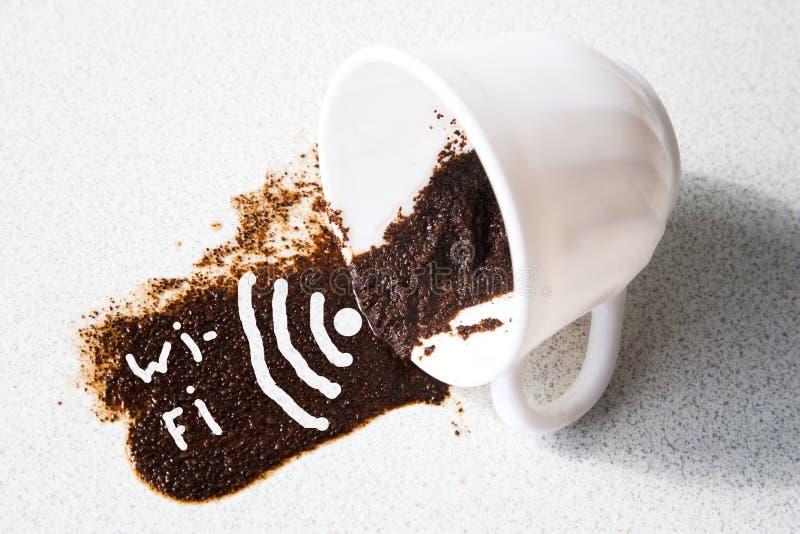 WI-Fi στο φλυτζάνι καφέ στοκ φωτογραφίες