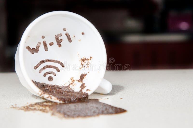 WI-Fi στο φλυτζάνι καφέ στοκ φωτογραφία με δικαίωμα ελεύθερης χρήσης