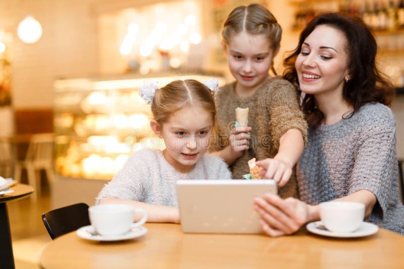 Wi-fi i kafé royaltyfri fotografi