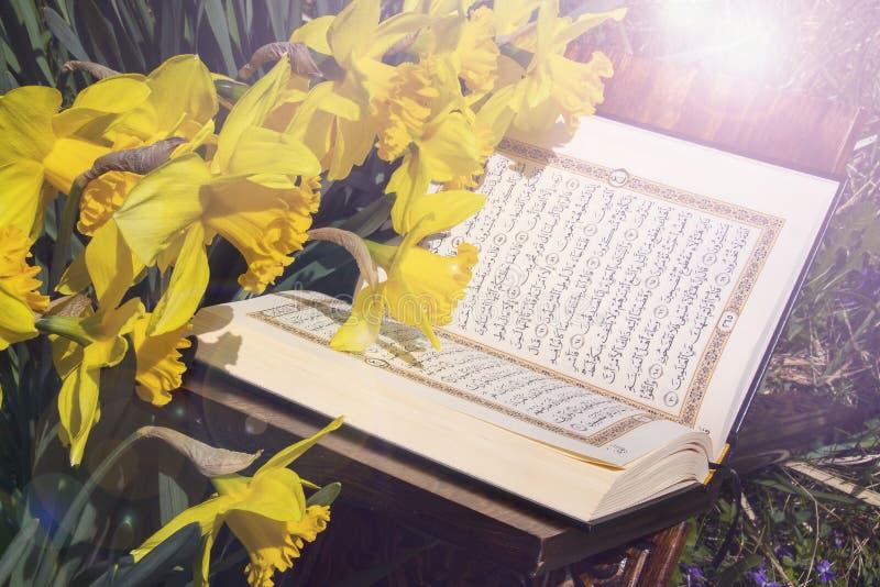 ?wi?ty koran - Islamska ?wi?ta ksi?ga obrazy stock