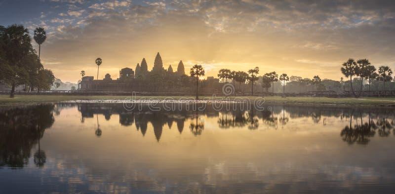 ?wi?tynny powik?any Angkor Wat Siem Przeprowadza ?niwa, Kambod?a obrazy royalty free