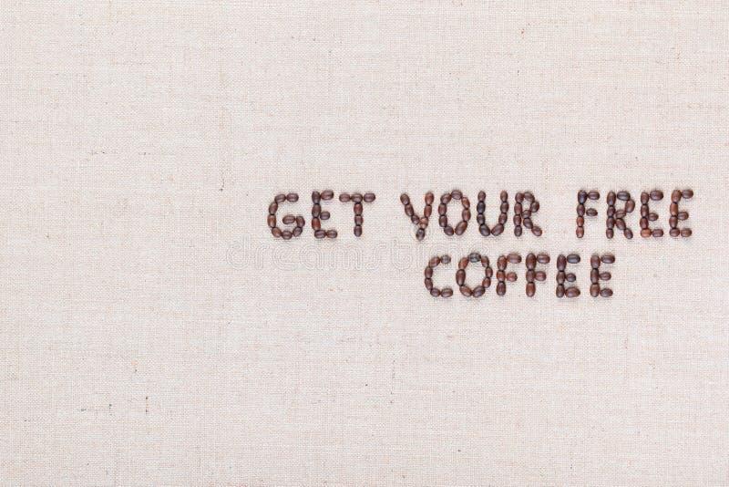 Wiadomo?? Dostaje tw?j bezp?atn? kaw? pisze z kawowymi fasolami, wyr?wnywa? dobro zdjęcia stock